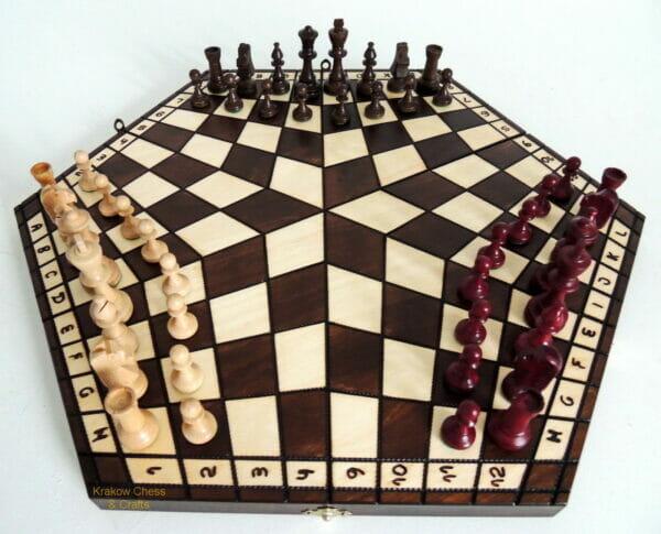 Шахматы для троих