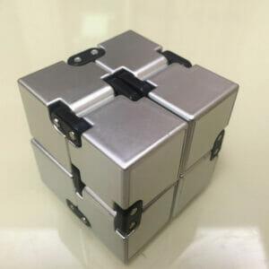 кубик бесконечности для снятия стресса