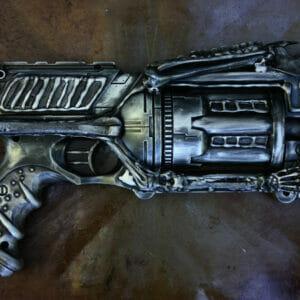 Стилизованный пистолет-револьвер H.R. Giger