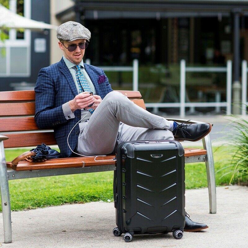 в путешествии пригодится умный чемодан