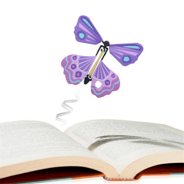 волшебная бабочка вылетающая из книги или открытки
