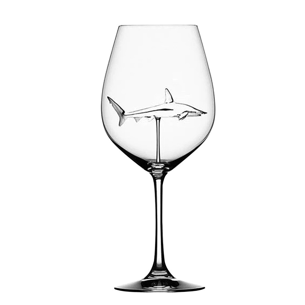 бокал вина с акулой